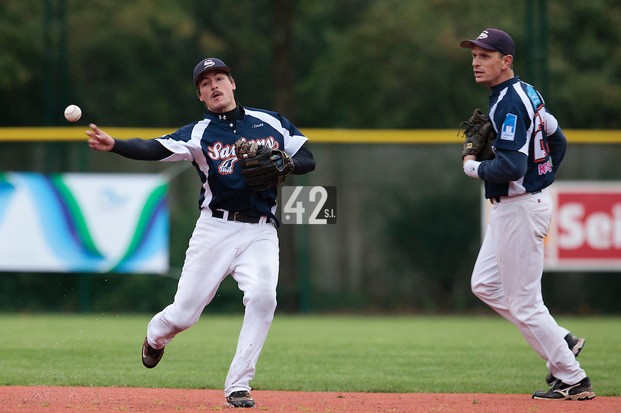 23 October 2010: Romain Scott-Martinez of Savigny throws the ball to first base next to Fabien Proust during Savigny 8-7 win (in 12 innings) over Rouen, during game 3 of the French championship finals, in Rouen, France.