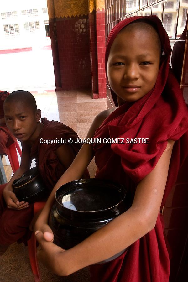 Jovenes novicios en un monasterio de Myanmar.© JOAQUIN GOMEZ SASTRE