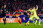 Sergio Busquets of FC Barcelona (R) fights for the ball with Saul Niguez of Atletico de Madrid (L) during the La Liga 2018-19 match between Atletico Madrid and FC Barcelona at Wanda Metropolitano on November 24 2018 in Madrid, Spain. Photo by Diego Souto / Power Sport Images