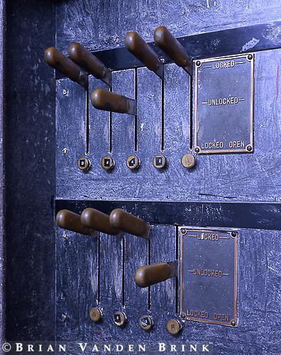 Locking Switches, Center Block