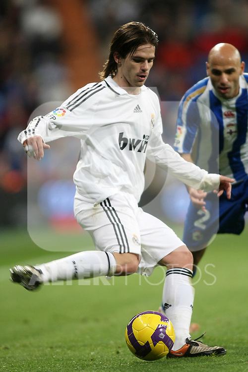 Real Madrid's Fernando Gago during La Liga match.January 25 2009. (ALTERPHOTOS/Acero).