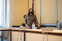"""Sitzung des Ausschuss fuer Gesundheit, Pflege und Gleichstellung des Berliner Abgeordnetenhaus am Montag den 4. Mai 2020.<br /> Auf der Tagesordnung standen die Themen """"Bewaeltigung der Corona-Krise"""" und """"Haeusliche Gewalt waehrend der Corona-Krise""""<br /> Im Bild: Gesundheitssenatorin Dilek Kalayci (SPD) mit einer Nase-Mund-Schutzmaske.<br /> 4.5.2020, Berlin<br /> Copyright: Christian-Ditsch.de<br /> [NUR FUER REDAKTIONELLE ZWECKE! Werbung nur auf Anfrage beim Fotografen. Inhaltsveraendernde Manipulation des Fotos nur nach ausdruecklicher Genehmigung des Fotografen. Vereinbarungen ueber Abtretung von Persoenlichkeitsrechten/Model Release der abgebildeten Person/Personen liegen nicht vor. NO MODEL RELEASE! Don't publish without copyright Christian-Ditsch.de, Veroeffentlichung nur mit Fotografennennung, sowie gegen Honorar, MwSt. und Beleg. Konto: I N G - D i B a, IBAN DE58500105175400192269, BIC INGDDEFFXXX, Kontakt: post@christian-ditsch.de<br /> Bei der Bearbeitung der Dateiinformationen darf die Urheberkennzeichnung in den EXIF- und  IPTC-Daten nicht entfernt werden, diese sind in digitalen Medien nach §95c UrhG rechtlich geschuetzt. Der Urhebervermerk wird gemaess §13 UrhG verlangt.]"""