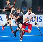 BHUBANESWAR (INDIA) -  Seve van Ass (Ned) in duel met Scott Tupper (Can) tijdens Nederland-Canada (5-0) bij het WK Hockey heren.  COPYRIGHT KOEN SUYK