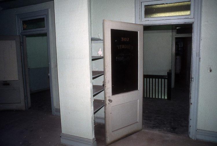 1993 February ..Rehabilitation..Attucks Theatre.Church Street..OFFICE SPACE 3RD FLOOR.LOOKING TOWARD FRONT.INTERIOR...NEG#.NRHA#..