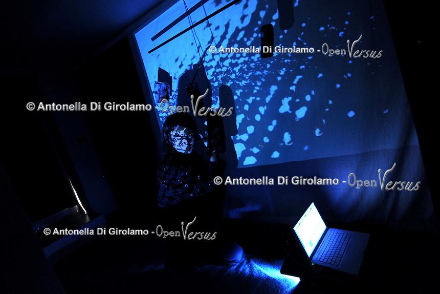 Galleria 291 est, nello storico quartiere di San Lorenzo, Roma..Gallery 291 East, in the historical district of San Lorenzo, Rome..Textures, Performance di Francesco Costabile..