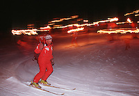 Europe/France/Rhône-Alpes/73/Savoie/Vallée de Belleville/les Menuires: Descente au Flambeau à ski et feux d'artifices [Non destiné à un usage publicitaire - Not intended for an advertising use]