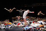 TAUBERBACH<br /> <br /> Chorégraphie : Alain Platel<br /> Dramaturgie : Hildegard De Vuyst, Koen Tachelet<br /> Lumières : Carlo Bourguignon<br /> Decors : Alain Platel et les Ballets C de la B<br /> Costumes : Teresa Vergho<br /> Avec : Berengère Bodin, Elie Tass, Elsie de Brauw, Lisi Estaras, Romeu Runa, Ross McCormack<br /> Compagnie : Balets C de la B<br /> Lieu : Théâtre National de Chaillot<br /> Ville : Paris<br /> Date : 23/01/2014<br /> Laurent Paillier / photosdedanse.com