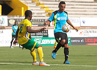 NEIVA - COLOMBIA -17 -02-2016: Arnold Palacios (Izq.) jugador de Atletico Huila disputa el balón con Jossimar Gomez (Der.) jugador de La Equidad durante partido entre Atletico Huila y La Equidad por la fecha 2 de la Liga Aguila, I 2016 en el estadio Guillermo Plazas Alcid de Neiva. / Arnold Palacios (L), player of Atletico Huila vies for the ball with Jossimar Gomez (R) player of La Equidad,  during match between Atletico Huila and La Equidad for the date 2 of the Liga Aguila I 2016 at the Guillermo Plazas Alcid Stadium in Neiva city. Photo: VizzorImage  / Sergio Reyes / Cont.