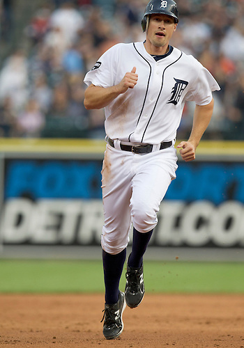 June 09, 2011:  Detroit Tigers third baseman Don Kelly (#32) during MLB game action between the Seattle Mariners and the Detroit Tigers at Comerica Park in Detroit, Michigan.  The Tigers defeated the Mariners 4-1.
