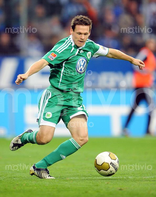FUSSBALL  1. BUNDESLIGA   SAISON 2009/2010   8. SPIELTAG VfL Bochum - VfL Wolfsburg            03.10.2009 Sascha RIETHER (VfL Wolfsburg) Einzelaktion am Ball