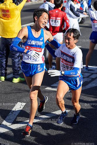 (L-R) Junya Uemura (Yamanashi Gakuin Univ), Takuya Maeda, <br /> JANUARY 2, 2015 - Athletics : The 91st Hakone Ekiden Race, Odawara Relay place in Kanagawa, Japan. (Photo by AFLO SPORT)