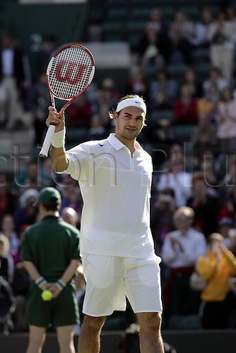 24 June 2004: Swiss player ROGER FEDERER (SUI) celebrates winning his second round win in the men's singles over Falla at the All England Lawn Tennis Championships, Wimbledon, London. Federer beat Falla 6-1, 6-2, 6-0 Photo: Glyn Kirk/Action Plus...player 040624 Grand Slam Tennis joy celebrate celebration celebrations
