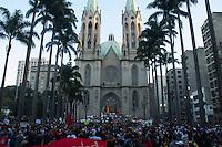 SAO PAULO 18 DE JUNHO DE 2013  - Manifestantes do Passe Livre em mais um protesto contra a tarifa de onibus na tarde desta terca-feira (18) na Praca da Se.(Foto: Amauri Nehn/Brazil Photo Press)