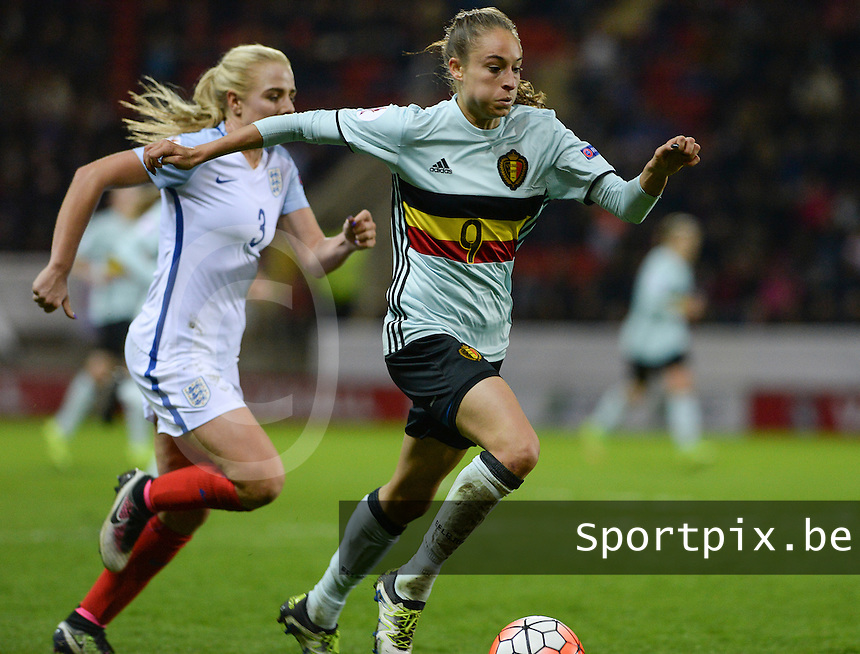 20160408 - ROTHERHAM , ENGLAND : Belgian Tessa Wullaert (9)  pictured in front of English Alex Greenwood (left) during the female soccer game between England and The Belgian Red Flames - Belgium , the fourth game in the qualification for the European Championship in The Netherlands 2017  , Friday 8 th April 2016 at AESSEAL New York Stadium in Rotherham , England . PHOTO DAVID CATRY