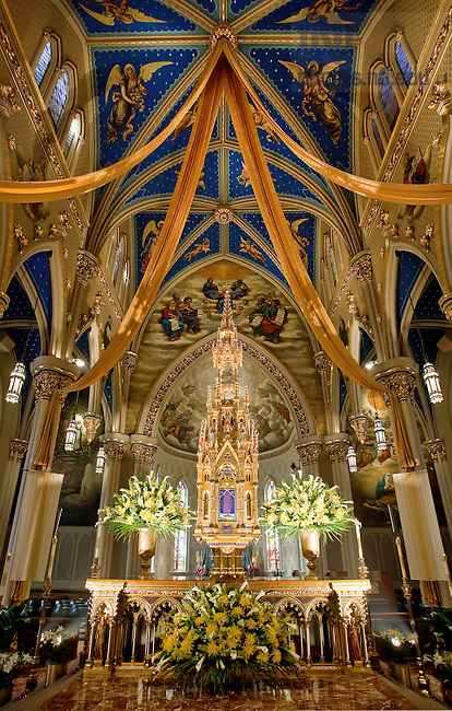 Apr. 30,2011; High Altar at the Basilica of the Sacred Heart..Photo by Matt Cashore/University of Notre Dame