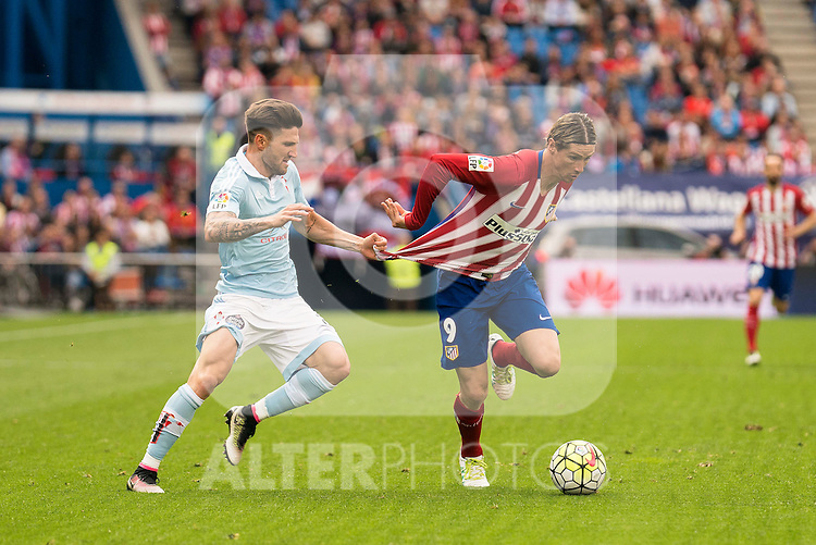 Atletico de Madrid's Fernando Torres and Celta de Vigo's Planas during La Liga Match at Vicente Calderon Stadium in Madrid. May 14, 2016. (ALTERPHOTOS/BorjaB.Hojas)