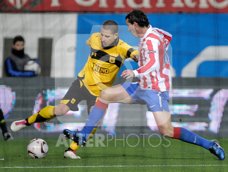 Atletico de Madrid's Diego Godin (r) and Aris Thessaloniki's Sergio Koke during UEFA Europe League match.December,1,2010. (ALTERPHOTOS/Acero)