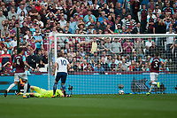 Harry Kane of Tottenham scores his second goal and the second for Tottenham. English Premier League West Ham v Tottenham Hotspur, London Stadium, London, United Kingdom on 23rd September 2017
