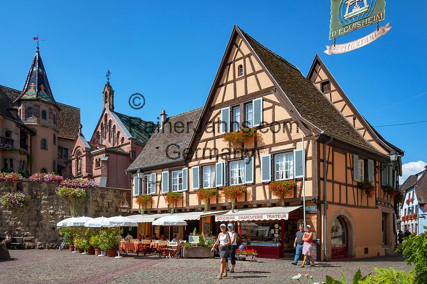 France, Alsace, Haut-Rhin, Éguisheim, restaurant and butcher shop at Place du Chateau St. Léon | Frankreich, Elsass, Haut-Rhin, Éguisheim: Restaurant und Metzgerei am Place du Chateau St. Léon