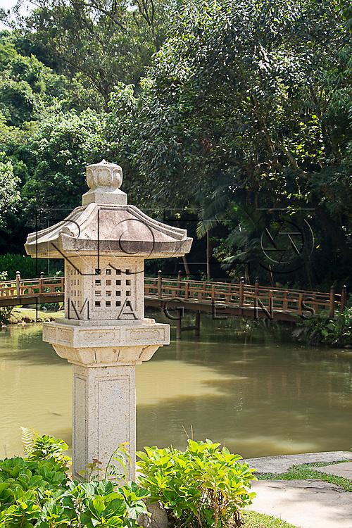 Lago no Templo Budista Zu Lai, Cotia - SP, 04/2015.