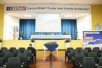 SAO PAULO, SP, 21.11.2013 -  Ministro Adjunto Britanico Robert Goodwill apresentou  SENAI Ipiranga Zona Sul de Bloodhoundum veiculo Supersonico.(Foto: Carlos Pessuto/Brazil Photo Press