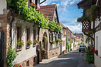 Deutschland, Rheinland-Pfalz, Neustadt an der Weinstrasse: Ortsteil Hambach - Altstadtgasse | Germany, Rhineland-Palatinate, Neustadt an der Weinstrasse: district Hambach - old town lane