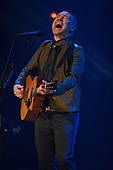 FORT LAUDERDALE, FL - SEPTEMBER 26: David Gray performs at The Parker Playhouse on September 26, 2017 in Fort Lauderdale Florida. Credit Larry Marano © 2017