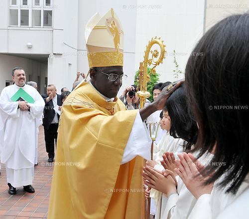 "Sendai, Miyagi, Japan, 2011 May 15th : Cardinal Robert Sarah, president of the Pontifical Council ""Cor Unum"" of the Curia, celebrates a mass at the Sendai-cathedral church in Miyagi prefecture, Japan, on May 15, 2011. (Photo by AFLO) [3620]."