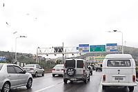 RIO DE JANEIRO, RJ, 12.10.2018 - FERIADÃO-RJ - Movimentação de veículos para o feriado prolongado na Ponte Rio Niterói, sentido Região dos Lagos, no Rio de Janeiro nesta sexta-feira, 12. (Foto: Clever Felix/Brazil Photo Press)
