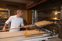 """Europe/France/Aquitaine/33/Gironde/Pauillac: Préparation du  pain à la Boulangerie """"Au Baba au Rhum"""" au hameau de Bages"""