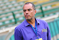 CALI - COLOMBIA, 02-09-2017: Jaime de la Pava técnico de Atletico Bucaramanga gesticula durante partido con Deportivo Cali por la fecha 11 de la Liga Aguila II 2017 jugado en el estadio Palmaseca de la ciudad de Palmira. / Jaime de la Pava coach of Atletico Bucaramanga gestures during a match against Deportivo Cali for the date 11 of the Aguila League II 2017 played at Palmaseca stadium in Palmira city. Photo: VizzorImage / Nelson Rios / Cont