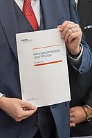 Pressekonferenz des Sachverstaendigenrates zur Begutachtung der gesamtwirtschaftlichen Entwicklung.<br /> Die Sachverstaendigen Prof. Dr. Christoph M. Schmidt (Vorsitzender des Sachverstaendigenrates), Prof. Dr. Dr. h.c. Lars P. Feld, Prof. Dr. Isabel Schnabel, Prof. Dr. Achim Truger und Prof. Volker Wieland, Ph.D. stellten am Dienstag den 19. Maerz 2019 in Berlin ihre Konjunkturprognose fuer die Jahre 2019 und 2020 vor.<br /> 19.3.2019, Berlin<br /> Copyright: Christian-Ditsch.de<br /> [Inhaltsveraendernde Manipulation des Fotos nur nach ausdruecklicher Genehmigung des Fotografen. Vereinbarungen ueber Abtretung von Persoenlichkeitsrechten/Model Release der abgebildeten Person/Personen liegen nicht vor. NO MODEL RELEASE! Nur fuer Redaktionelle Zwecke. Don't publish without copyright Christian-Ditsch.de, Veroeffentlichung nur mit Fotografennennung, sowie gegen Honorar, MwSt. und Beleg. Konto: I N G - D i B a, IBAN DE58500105175400192269, BIC INGDDEFFXXX, Kontakt: post@christian-ditsch.de<br /> Bei der Bearbeitung der Dateiinformationen darf die Urheberkennzeichnung in den EXIF- und  IPTC-Daten nicht entfernt werden, diese sind in digitalen Medien nach §95c UrhG rechtlich geschuetzt. Der Urhebervermerk wird gemaess §13 UrhG verlangt.]