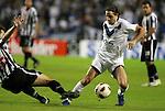 Vélez, líder del Clausura argentino,  goleó por 3-0 a Libertad, en Boca, en la ida de cuartos de final de la Copa Libertadores.