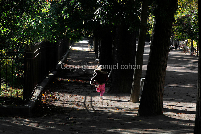 Girl skipping along an alley of the Jardin des Plantes Jardin des Plantes, Paris, 5th arrondissement, France. Founded in 1626 by Guy de La Brosse, Louis XIII's physician, the Jardin des Plantes, originally known as the Jardin du Roi, opened to the public in 1640. It became the Museum National d'Histoire Naturelle in 1793 during the French Revolution. Picture by Manuel Cohen