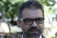 SÃO PAULO - SP - 12 DE MARÇO 2013. EXUMAÇÃO MATSUNAGA - Delegador do DHPP Rui Karan acompanha os Técnicos do IML (Instituto Médico Legal) realizam a exumação do corpo de Marcos Matsunaga, no Cemitério São Paulo, zona oeste de São Paulo (SP), na manhã desta terça-feira (12). O empresário foi morto em maio de 2012, por sua mulher, Elize Matsunaga.FOTO: MAURICIO CAMARGO / BRAZIL PHOTO PRESS.