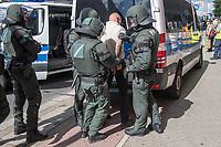 """Ueber 1.000 Rechtsextreme aus mehreren Bundeslaendern demonstrieren am Samstag den 19. August 2017 in Berlin zum Gedenken an den Hitler-Stellvertreter Rudolf Hess.<br /> Rudolf Hess hatte am 17. August 1987 im Alliierten Kriegsverbrechergefaengnis in Berlin Spandau Selbstmord begangen. Seitdem marschieren Rechtsextremisten am Wochenende nach dem Todestag mit sog. """"Hess-Maerschen"""".<br /> Weit ueber 1.000 Menschen protestierten gegen den Aufmarsch der Rechtsextremisten und stoppten den Hess-Marsch nach 300 Metern u.a. mit Sitzblockaden. Der rechtsextreme Aufmarsch wurde daraufhin von der Polizei umgeleitet.<br /> Aus dem Aufmarsch wurden mehrfach Gegendemonstranten angegriffen, mindestens ein Neonazi wurde festgenommen (im Bild).<br /> 19.8.2017, Berlin<br /> Copyright: Christian-Ditsch.de<br /> [Inhaltsveraendernde Manipulation des Fotos nur nach ausdruecklicher Genehmigung des Fotografen. Vereinbarungen ueber Abtretung von Persoenlichkeitsrechten/Model Release der abgebildeten Person/Personen liegen nicht vor. NO MODEL RELEASE! Nur fuer Redaktionelle Zwecke. Don't publish without copyright Christian-Ditsch.de, Veroeffentlichung nur mit Fotografennennung, sowie gegen Honorar, MwSt. und Beleg. Konto: I N G - D i B a, IBAN DE58500105175400192269, BIC INGDDEFFXXX, Kontakt: post@christian-ditsch.de<br /> Bei der Bearbeitung der Dateiinformationen darf die Urheberkennzeichnung in den EXIF- und  IPTC-Daten nicht entfernt werden, diese sind in digitalen Medien nach §95c UrhG rechtlich geschuetzt. Der Urhebervermerk wird gemaess §13 UrhG verlangt.]"""