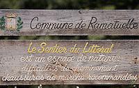 Europe/Provence-Alpes-Côte d'Azur/83/Var/ Presqu'Ile de Saint-Tropez/ Ramatuelle : Panneau du Sentier du Littoral à Cap Camarat