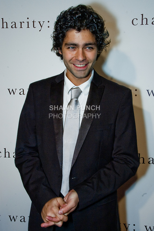 Image of actor Adrian Grenier on the red carpet of Charity: Water Gala, Dec 16 2008.