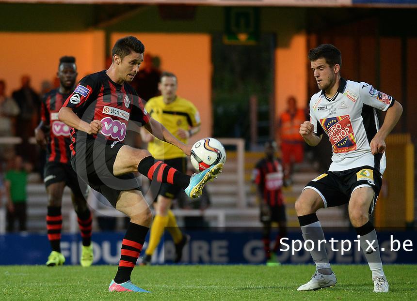 KSV Roeselare - RFC Seraing :  Miguel Dachelet (links) aan de bal voor Jeroen Vanthournout (r)<br /> Foto VDB / Bart Vandenbroucke