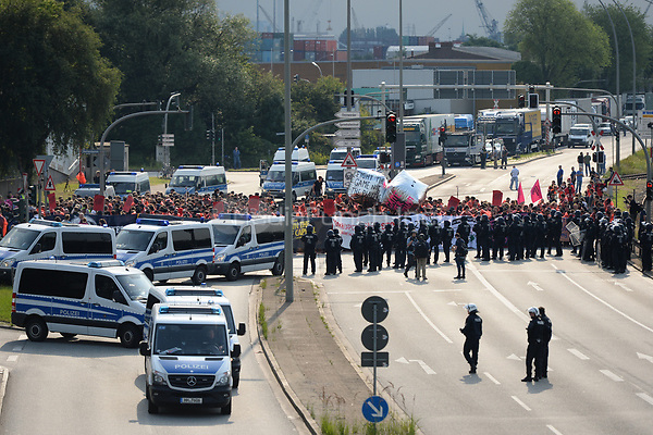Police block a road during demonstrations against the G20 summit in Hamburg, Germany, 7 July 2017. The summit, a meeting of the governments of the twenty largest world economies, begins on the 7 July and concludes on the 8 July. Photo: Christophe Gateau/dpa /MediaPunch ***FOR USA ONLY***