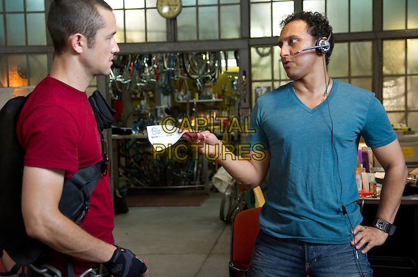 Joseph Gordon-Levitt & Aasif Mandvi .in Premium Rush (2012).*Filmstill - Editorial Use Only*.CAP/FB.Supplied by Capital Pictures.
