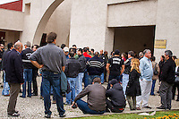 CURITBA, PR, 06.09.2013 – SEPUTAMENTO DO POLICIAL CIVIL/ Foi realizado na manhã desta sexta-feira (6), no cemitério Municipal do Água Verde, em Curitiba, o sepultamento do superintendente da policial civil,  Marco Antônio Gogola, assassinado em confronto com bandidos na tentativa de resgate de preso na última quinta-feira (05), quando levava a um consultório médico. (Foto: Paulo Lisboa / Brazil Photo Press).