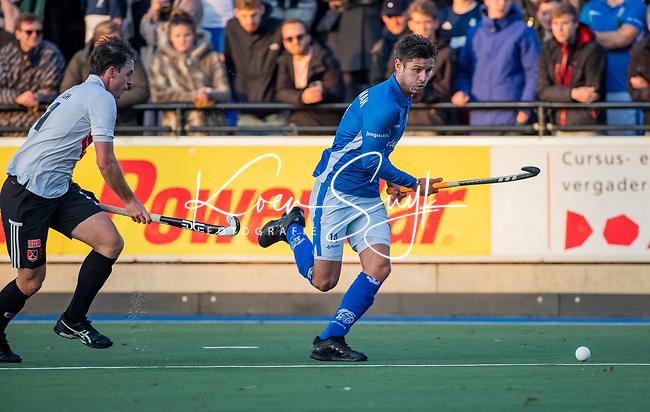 UTRECHT - Robbert Kemperman (Kampong) met Fergus Kavanagh (Adam)    tijdens de hoofdklasse hockeywedstrijd mannen, Kampong-Amsterdam (4-3). COPYRIGHT KOEN SUYK