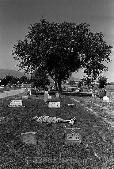 Ed Quayle napping at the cemetery<br />
