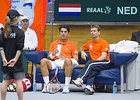 06-03-11, Tennis, Oekraine, Kharkov, Daviscup, Oekraine - Netherlands, Jesse Huta Galung op de bank met captain Jan Siemerink