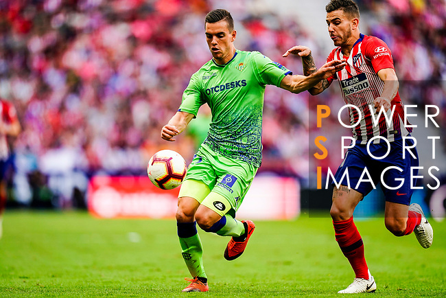 Giovani Lo Celso of Real Betis (L) fights for the ball with Lucas Hernandez of Atletico de Madrid (R) during the La Liga 2018-19 match between Atletico de Madrid and Real Betis at Wanda Metropolitano Stadium on October 07 2018 in Madrid, Spain. Photo by Diego Souto / Power Sport Images