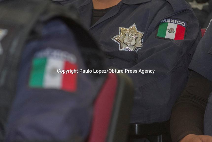 San Juan del R&iacute;o.,Qro. 19 de julio del 2017.- El presidente Municipal en representaci&oacute;n del Municipio firmo un convenio con la Comisi&oacute;n de Acreditaci&oacute;n para Agencias de Aplicaron de la Ley (CALEA), quien va a capacitar a mas de 350 elementos de la SSPM.<br /> <br /> Esta firma se llevo acabo con estuvo encabezado por el Presidente Municipal, Guillermo Vega Guerrero; el Diputado Federal, Presidente de la Comisi&oacute;n Nacional de Seguridad, Jorge Ramos Hern&aacute;ndez; Juan Marcos Granados Torres, Titular de la Secretar&iacute;a de Seguridad Ciudadana (SSC) y el Representante de CALEA en Latinoam&eacute;rica, Travis Jon Parrish.