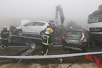 Fecha: 26-07-2014. LUGO.- ABADIN ACCIDENTE A-8.- Accidente en la A-8 a la altura de Abadin, con unos 25 vehiculos implicados y varios camiones,multitud de heridos y una chica fallecida, en el KM 549.