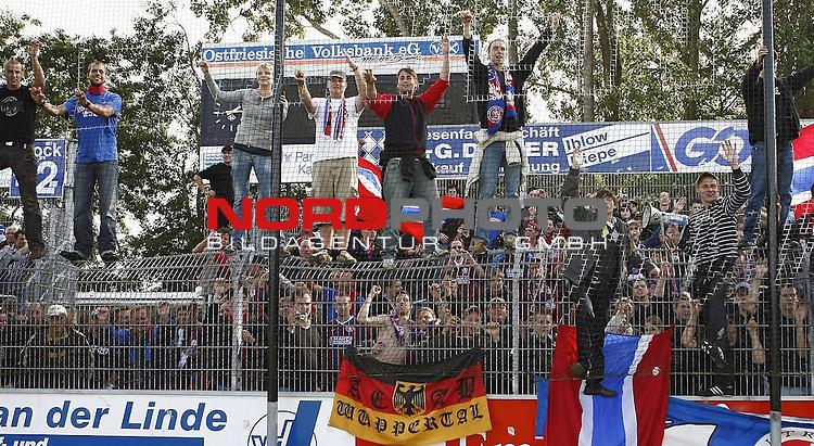 RLN 2007/2008 6. Spieltag Hinrunde<br /> BSV Kickers Emden - Wuppertaler SV Borussia 1:2<br /> Wuppertaler Fans nach 2:1-Sieg f&uuml;r Wuppertal<br /> <br /> <br /> Foto &copy; nph (  nordphoto  )<br /> <br /> <br /> <br />  *** Local Caption ***