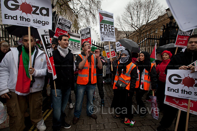 London, 24/11/2012. Stop The War Coalition and others organised a national demonstration in support and solidarity with the people of Gaza. Thousands marched peacefully from Downing Street to High Street Kensington ending the demonstration outside the Israeli embassy. <br /> <br /> For more information about this event please click here: http://bit.ly/UzD4Bs